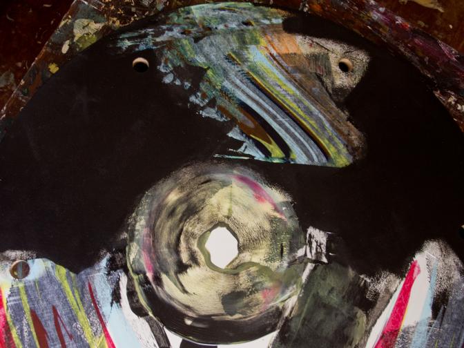 Pendule de trous blancs - détail Trou blanc circulaire [∅ 80 cm] © Prosper Jerominus, 2014